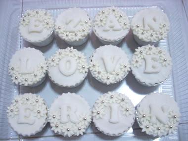 Cupcake with fondant design