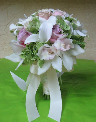 hydrangea from Holland mini bridal pink calla lilies from Holland