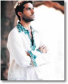 A men wearing a traditional Kurta