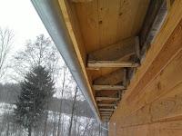 Podbití přesahu střechy