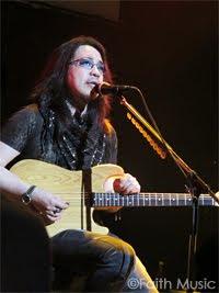 Kelly sang songs of スティング