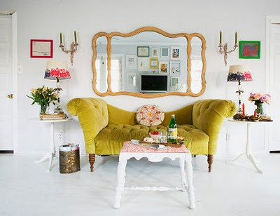 INTERIORES CON UN TOQUE DE AMARILLO INTERIOR WITH A TOUCH OF YELLOW