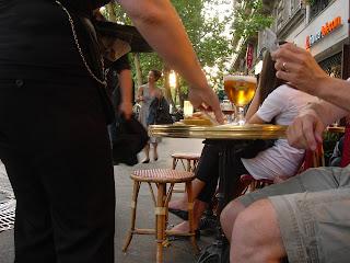 Drinking,  Euro, France,  Vietnam,  Phone,  Paris, DiMedici, Keruoc, Willie Nelson, The Art Walk, Jardin du Luxembourg,
