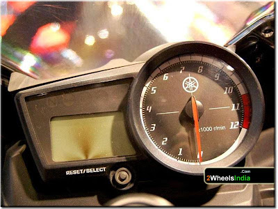 Digital Speedometer of the Yamaha YZF-R15