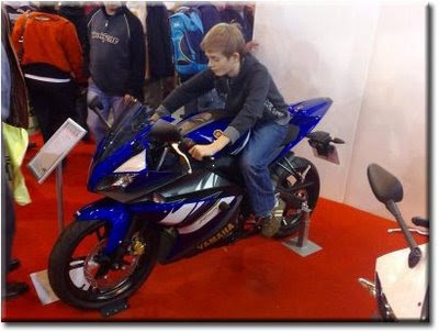 Kid on Yamaha YZF-R125