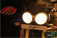 Mahindra Mojo Headlamp