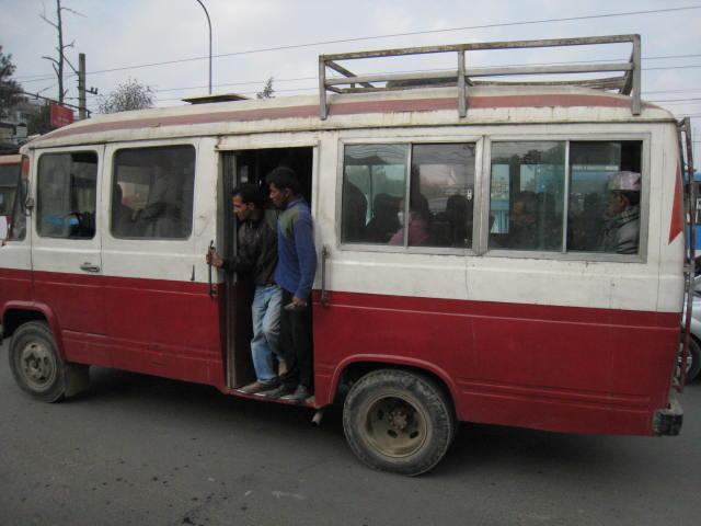ネパールのバスはトゥーマン