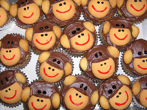 Monkey Cake Design Easy : Clyde s Cupcake Magic: Just Going Bananas for a Monkey Party