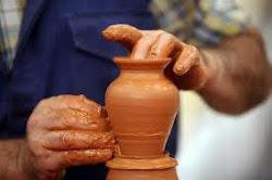 Mãos de artesãos