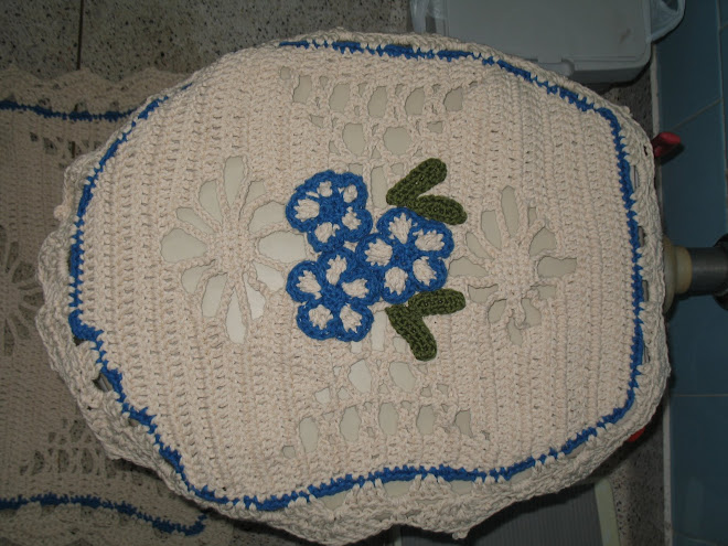 """Jogo de Banheiro feito em Crochê... (""""Tampa de Vaso"""")..."""
