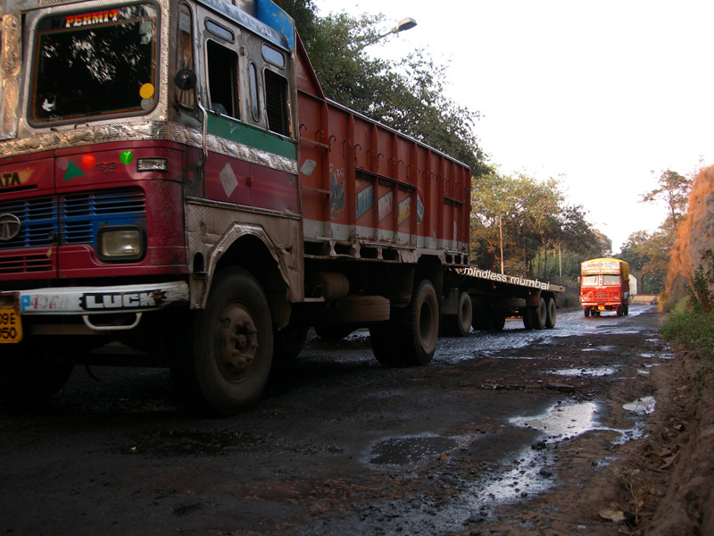 oil spilled road in sewri in mumbai's eastern water front by kunal bhatia
