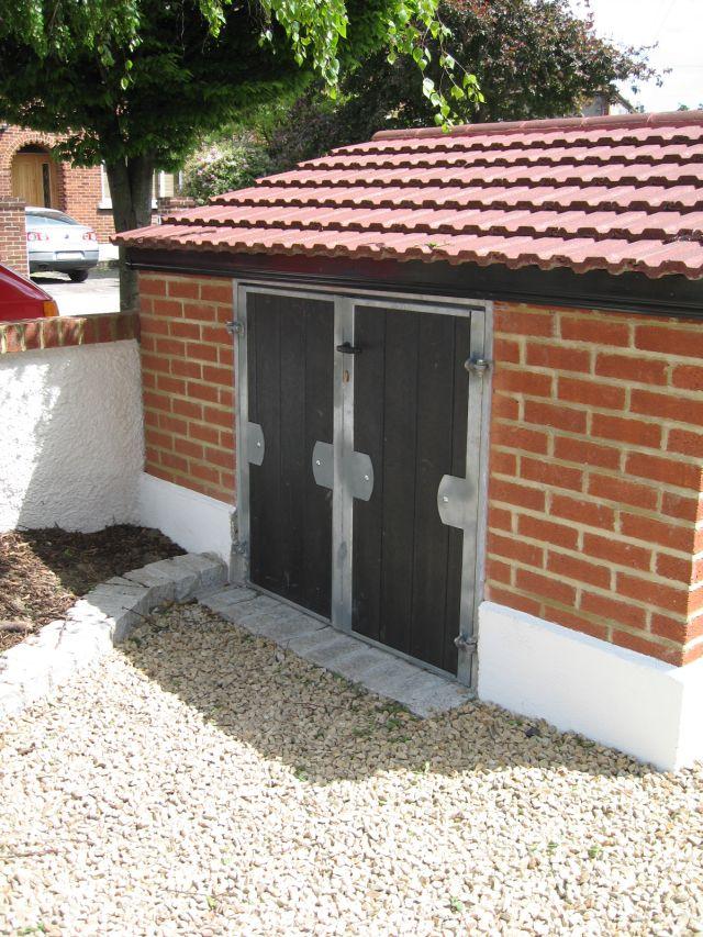Diya aur baati hum narrow garden sheds bicycle sheds for Narrow garden sheds