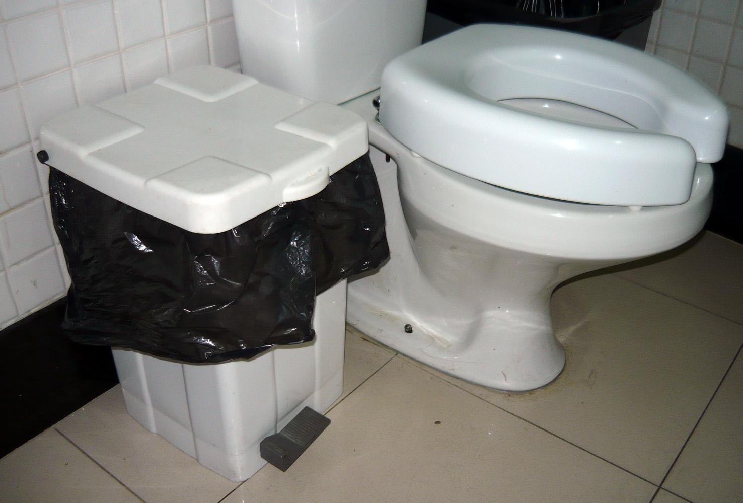#585244 Histórias de Publicitária: Crueldade com os deficientes físicos. 1476x999 px Banheiro Para Deficiente Cad 2587