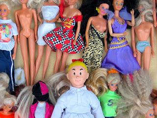 Muñecas Barbie o la inspiración de las mujeres que se dejan la cuca calva.