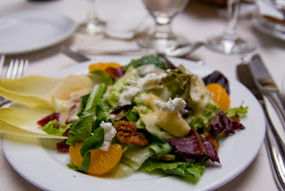 Chevre salat med honning og valnøtter