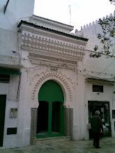 Puerta de mezquita en Tetuán. Marruecos