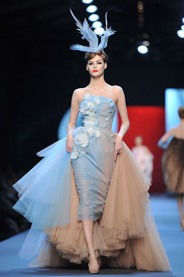 Ganda  Christian Dior Haute Couture Spring Summer 2011