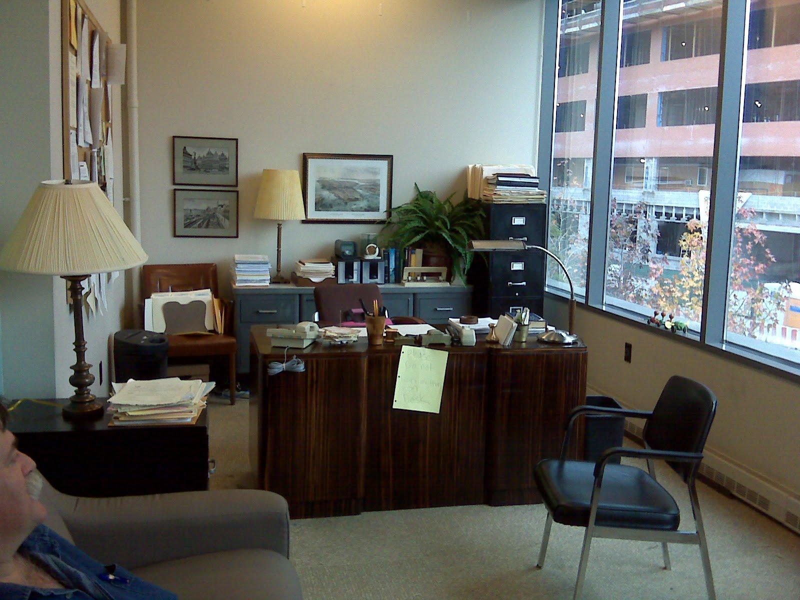 http://1.bp.blogspot.com/_YEn3B0B3QGg/S98kKsClGEI/AAAAAAAAAHg/Ed-d1HEEJQc/s1600/Staff+lounge+2+11-09.JPG
