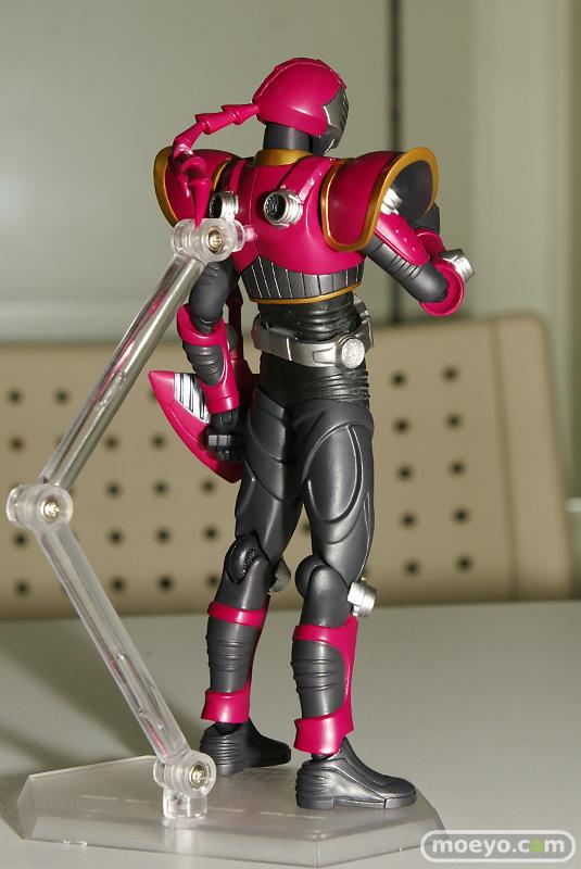 MG Freedom doneKamen Rider Dragon Knight Sting