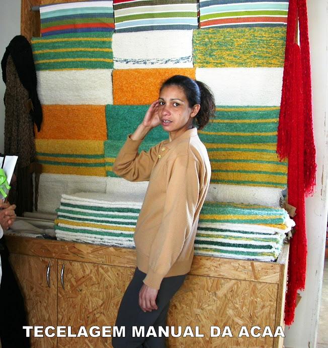 Odália, professora de tecelagem