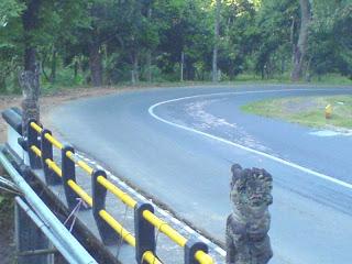 Jembatan Sentugi Desa Tamblang