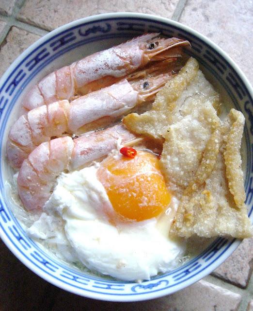 East meets west fried fish rice noodle soup for Rice noodle fish
