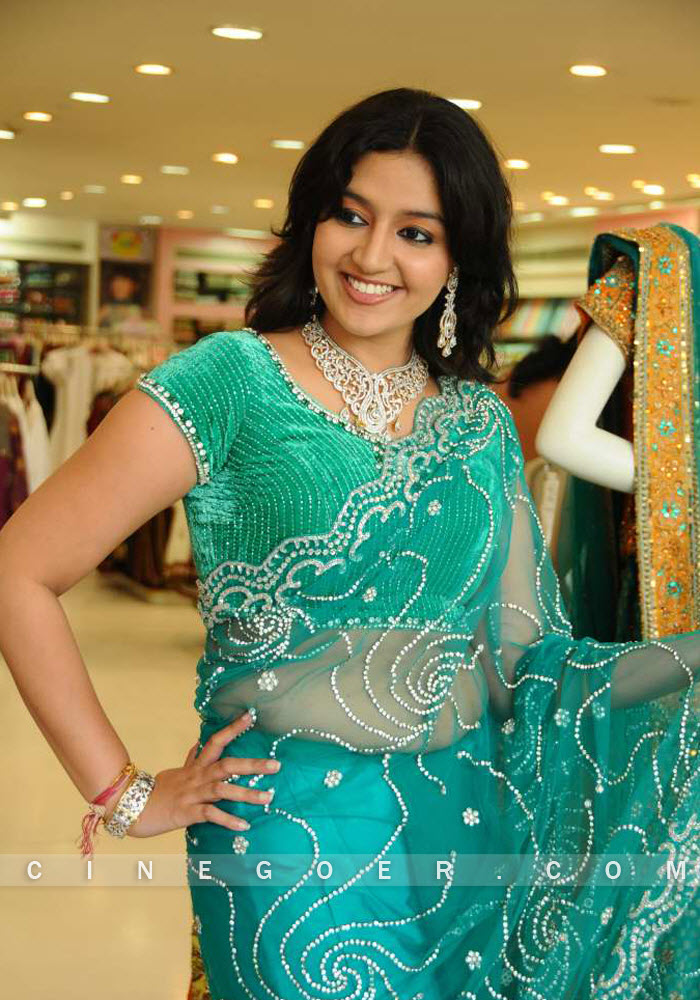 Shanti Rao Sexy Pics in Green Saree