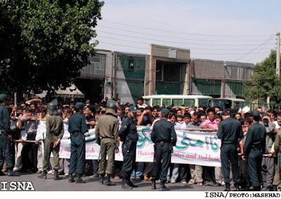http://1.bp.blogspot.com/_YGeU2nHmk9U/SAwV1Cyqb2I/AAAAAAAAA5w/rzKRp1i-9h4/s1600-h/crowd2.jpg