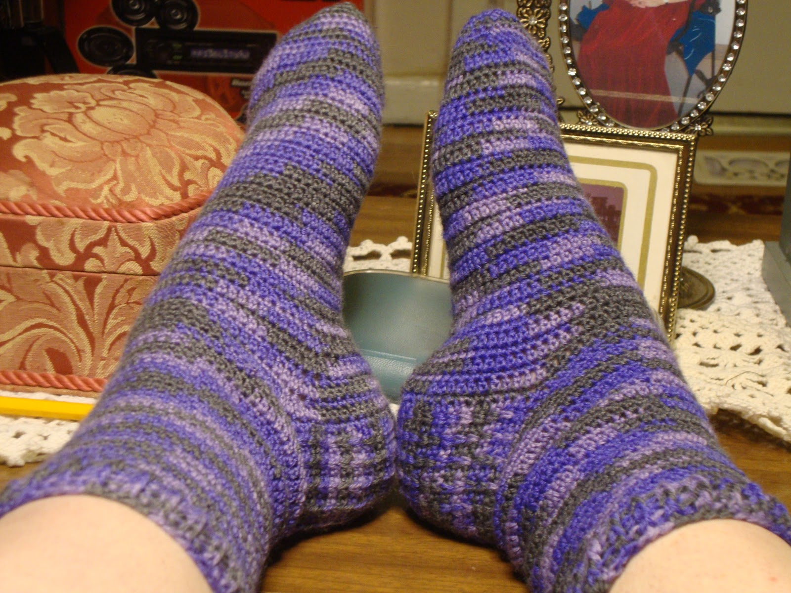 Crochet Socks Easy Pattern Free : Wicked Crochet: Wicked Crochet Does Easy Does It Socks