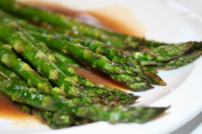 Amelia's Cookbook: Baked Asparagus with Balsamic Butter Sauce