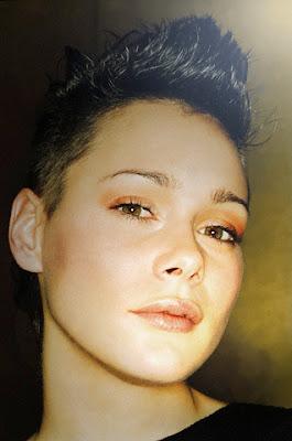 http://1.bp.blogspot.com/_YIuDo7DyvoM/SmHly5Ym69I/AAAAAAAAANg/ZWy_XnOXWgQ/s400/Short_Hairstyles_For_Women.jpg