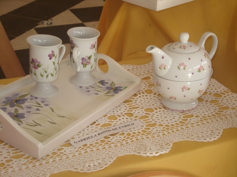 La Decoraci  N De Objetos De Porcelana O Loza Con Dise  Os Variados