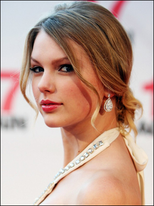 pictures of taylor swift with straight hair. Taylor Swift Latest Hairstyle Taylor Swift Straight Hairstyle with Bangs at