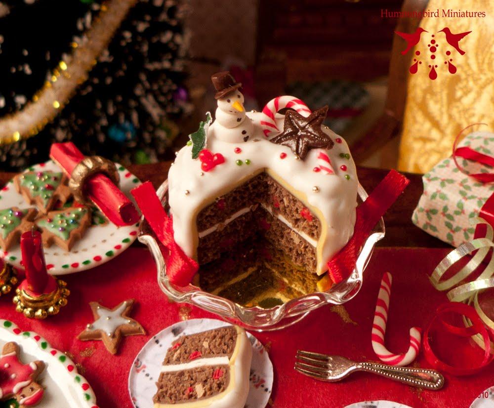 Merry Christmas Cake Images : Hummingbird Miniatures: Merry Berry Christmas Cake