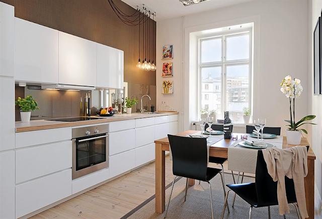 Zoomdeco cocinas lineales en pocos m2 - Cocina blanca encimera madera ...