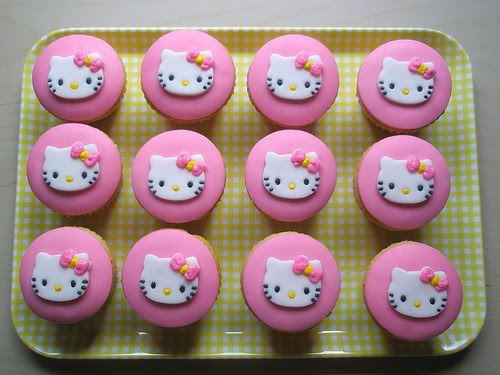 Catsparella: Cat Cupcake Tuesdays - Hello Kitty Edition