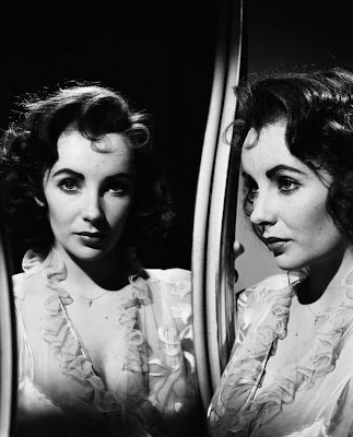  Liz Taylor en la galera 'Actrices frente al espejo' de elhombreperplejo.com 