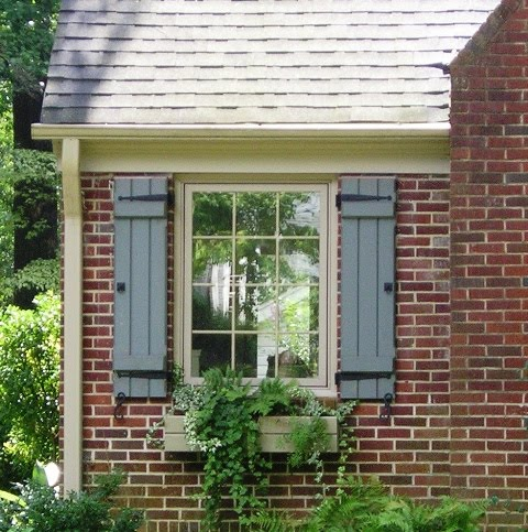 Shutters shutters shutters that 39 s all i can think about for Cottage style exterior shutters