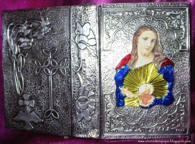 Sagrada Biblia con el Corazón de Jesús