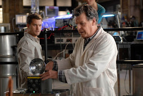 Walter (John Noble, R) taps into a dead man's memory in the FRINGE episode 'In Which We Meet Mr. Jones'