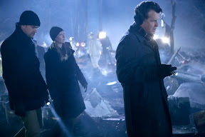 FRINGE: The team (L-R: Joshua Jackson, Anna Torv and John Noble) arrives at the site of an accident in the FRINGE episode The Transformation
