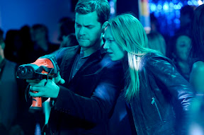 FRINGE: Olivia (Anna Torv, R) and Peter (Joshua Jackson, L) track a killer in the FRINGE episode 'Midnight' airing Tuesday, April 28 (9:01-10:00 PM ET/PT) on FOX. ©2009 Fox Broadcasting Co. Cr: Barbara Nitke/FOX