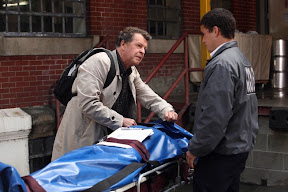 FRINGE: Walter (John Noble, L) examines a corpse found at a crime scene in the FRINGE episode 'Dream Logic' airing Thursday, Oct. 15 (9:00-10:00 PM ET/PT) on FOX. ©2009 Fox Broadcasting Co. CR: Liane Hentscher/FOX