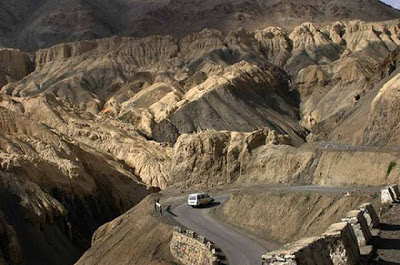 11 The Most Amazing Roads in the World (41 pics)