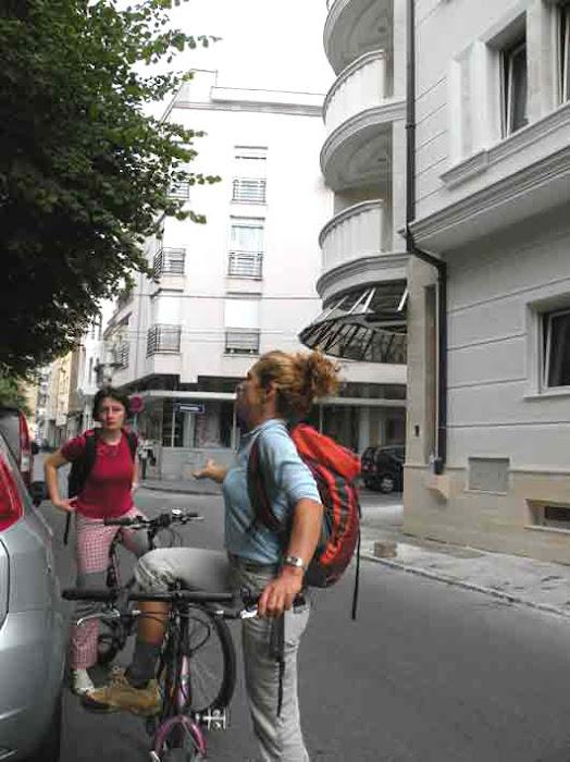 Δήμητρα και Milica σε περιπλάνηση στο Βελιγράδι με ποδήλατα...