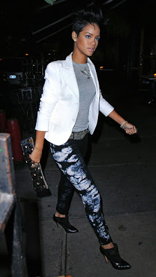 rihanna Look du Jour : Rihanna & son jean Tie-Dye