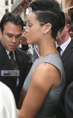 normal_009 Rihanna: The Paris Fashion Week Queen