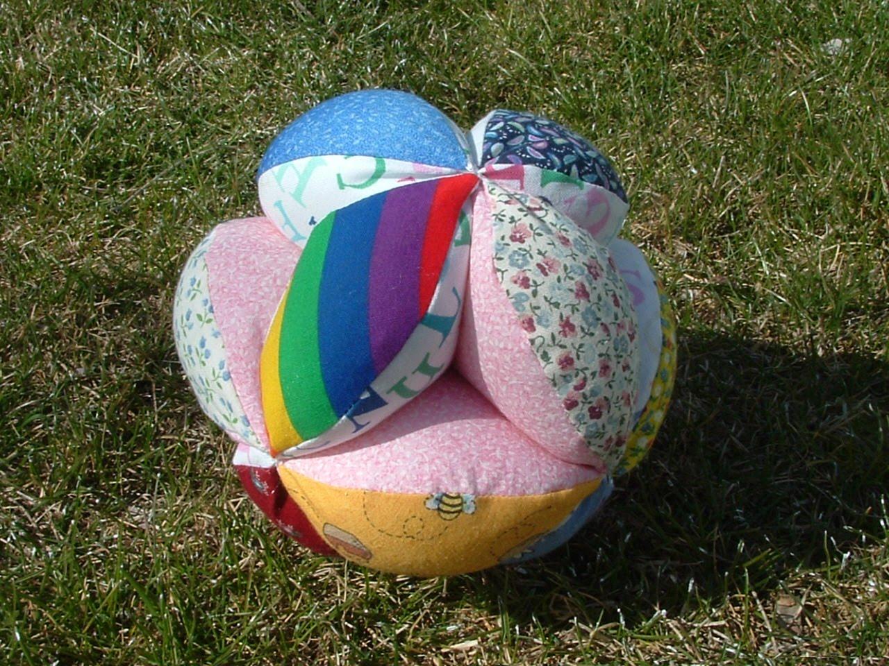 Мягкий лоскутный мячик из ткани 100