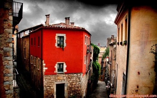 YET ANOTHER RED HOUSE IN GIRONA