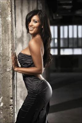 Kim Kardashian - Shake